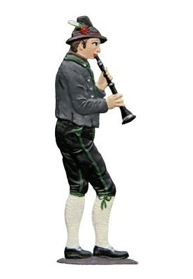 Clarinetist standing