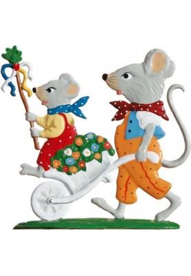 Maus mit Schubkarren stehend