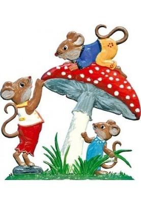 Mäusespiel am Pilz stehend