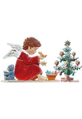 Engel spielt vor Christbaum zum Stellen