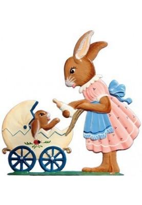 Hasenmama mit Kinderwagen zum Stellen